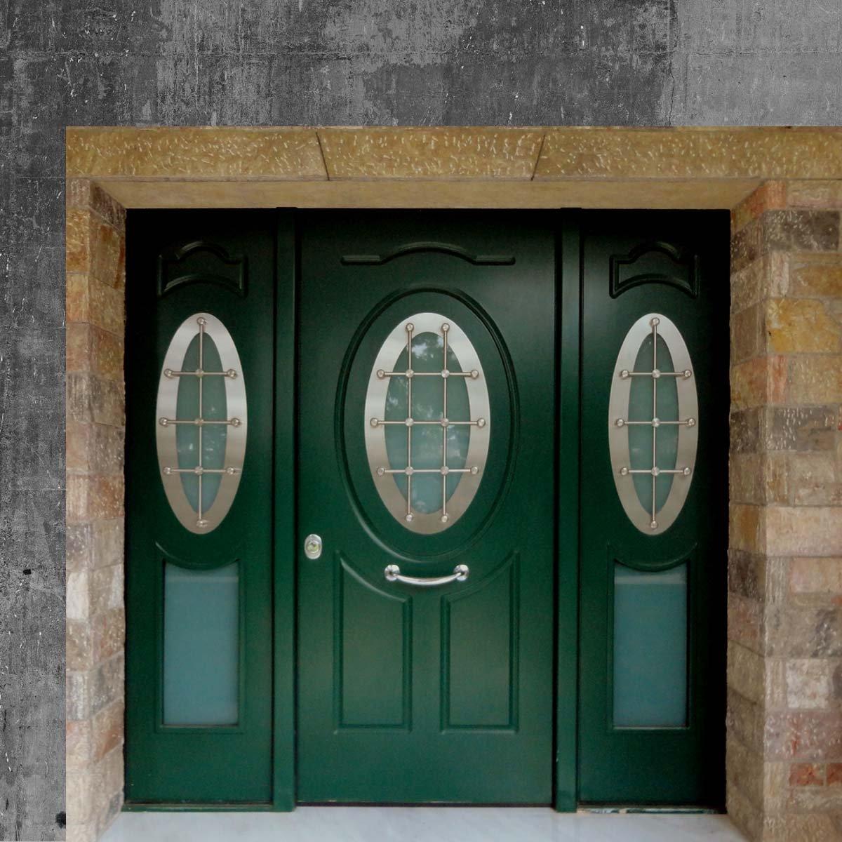 Παραδοσιακές πόρτες πολυκατοικίας