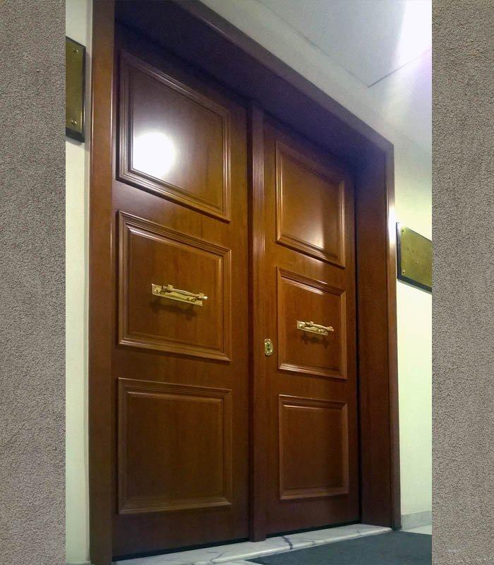 πόρτα δίφυλλη
