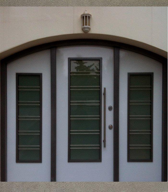 τοξωτη πορτα με γυαλι