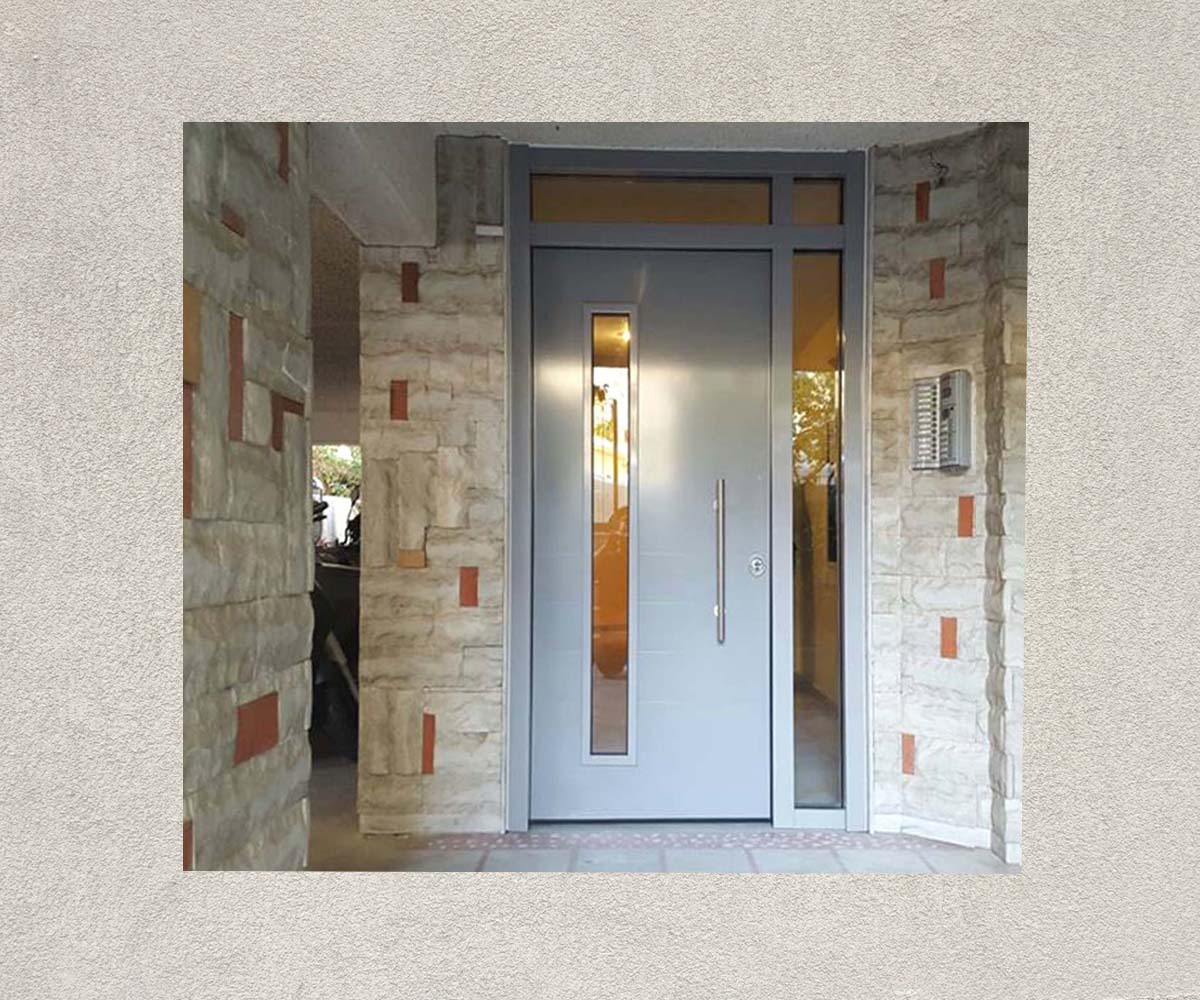 θωρακισμένη πόρτα ασφαλείας με τζάμι