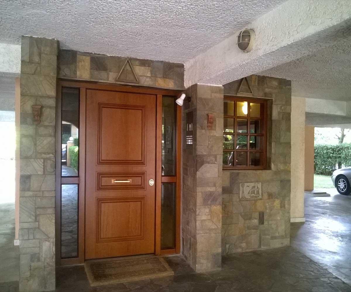 Θωρακισμένη πόρτα πολυκατοικίας με αλεξίσφαιρo τζάμι | Siamo