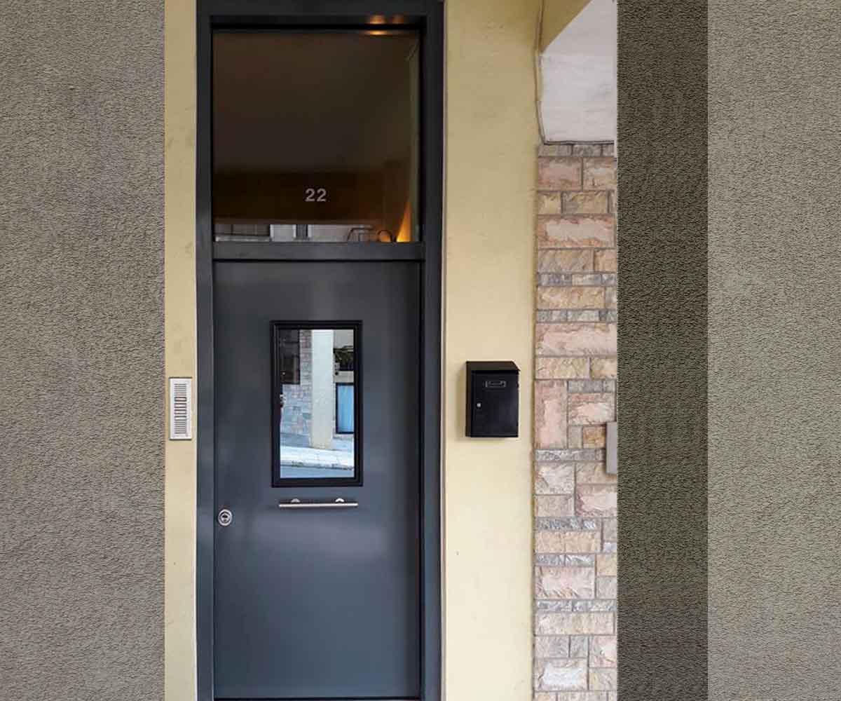 Θωρακισμένη πόρτα ασφαλείας κεντρικής εισόδου με φεγγίτη | Siamo