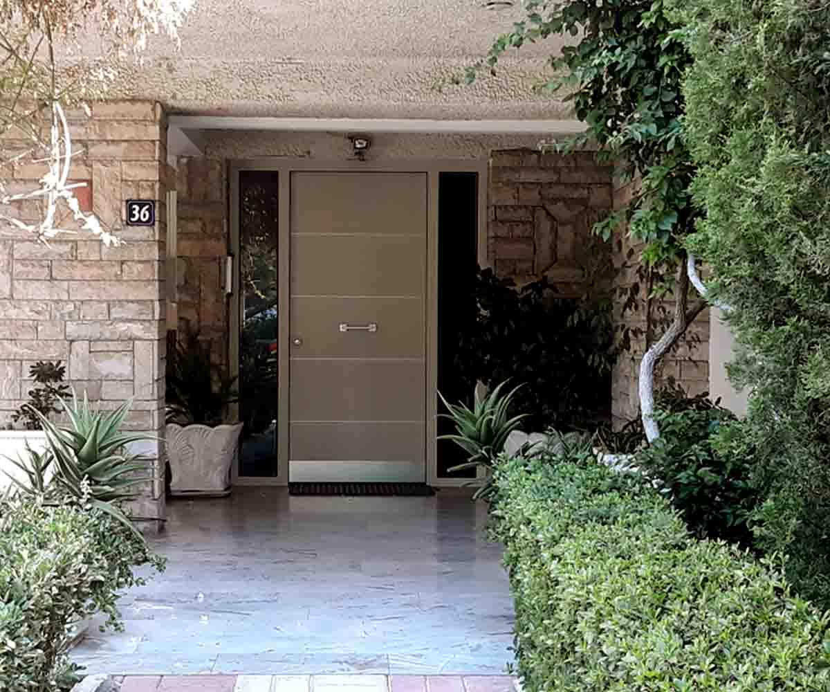 Πορτα θωρακισμένη εισόδου με κλειδαριά αυτόματου κλειδώματος