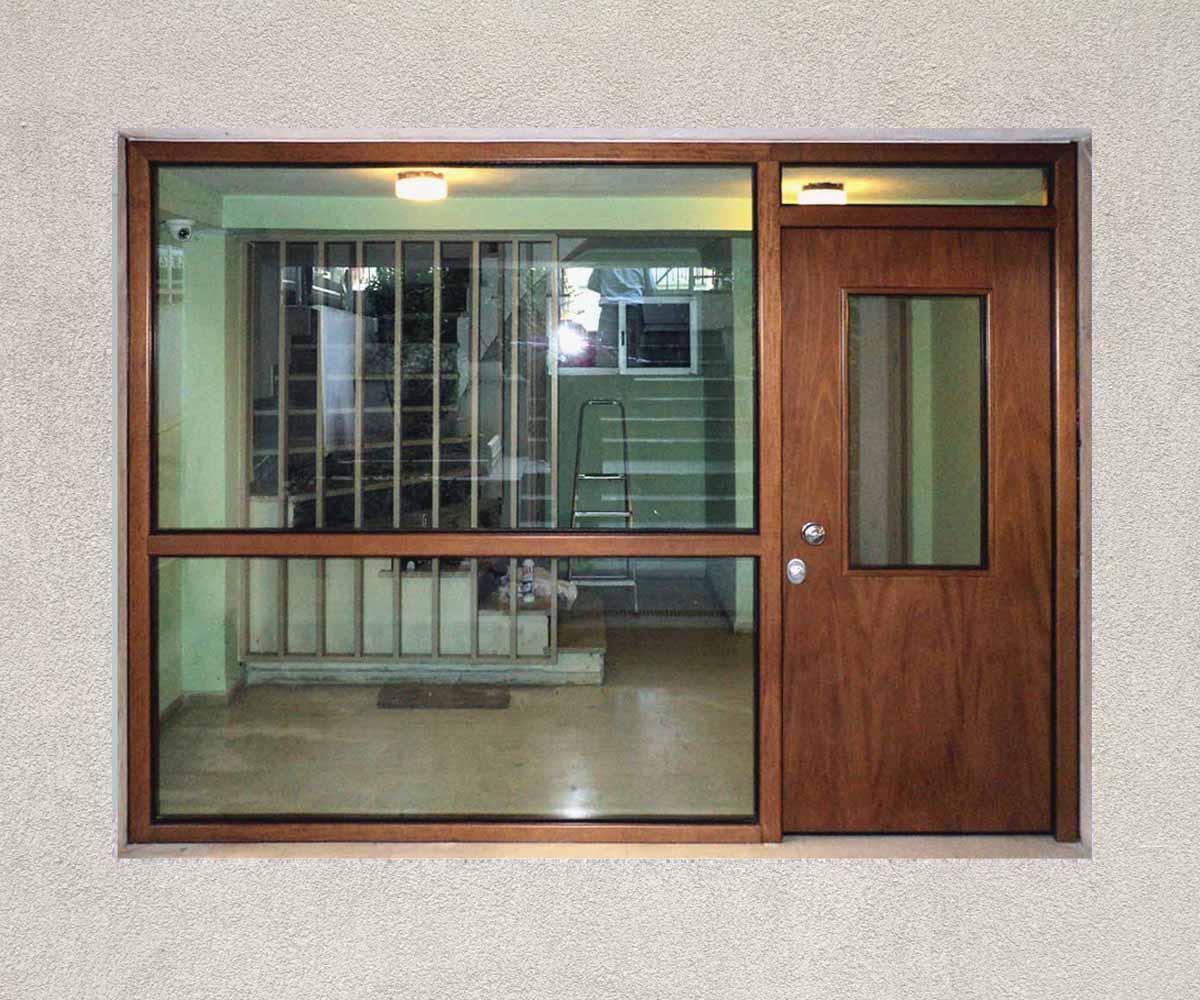 πόρτα ασφαλέιας κεντρικής εισόδου | siamo.gr