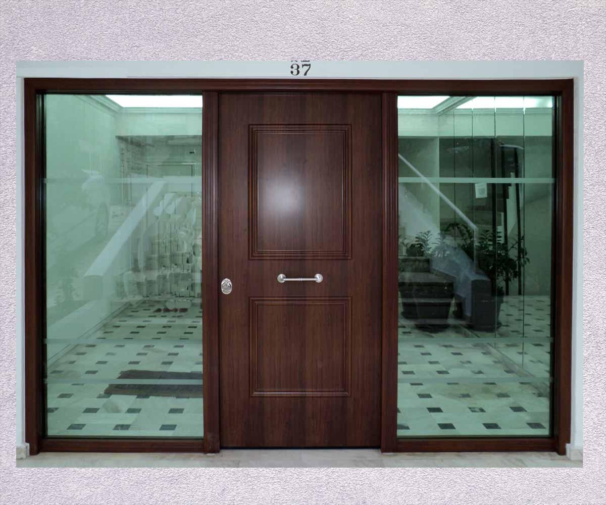 πόρτα ασφαλέιας με 2 πλαινα τζαμια