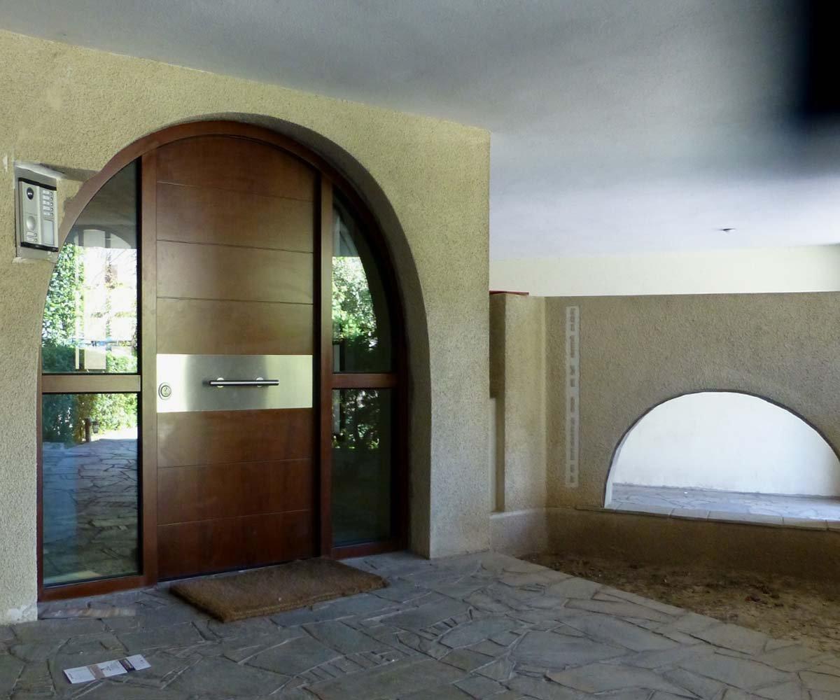 πόρτα ασφαλέιας τοξωτή με σταθερά τζάμια | απο την siamo.gr