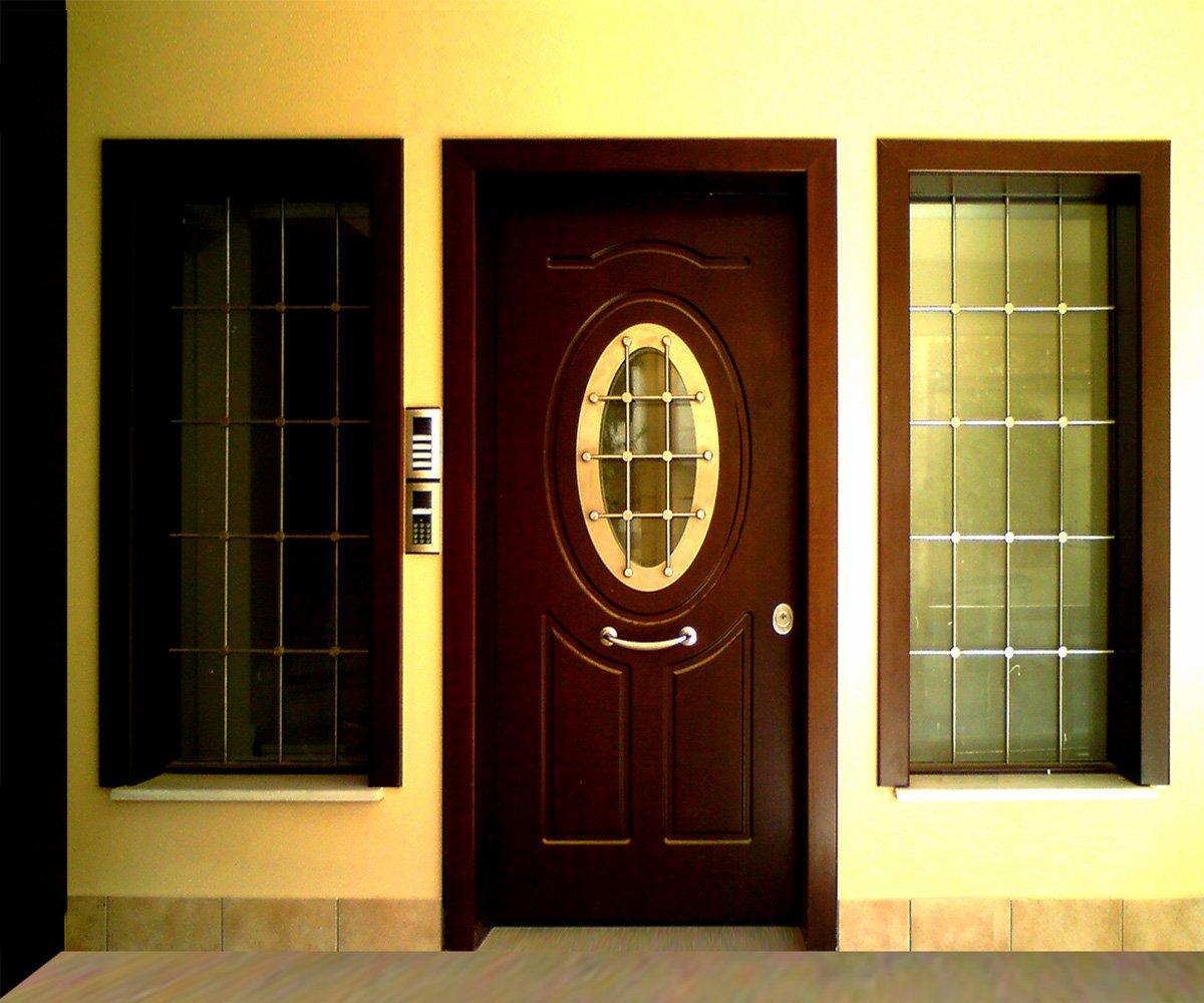 πόρτα ασφαλείας και παράθυρα με τζάμια ασφαλείας καιθ κάγκελα inox